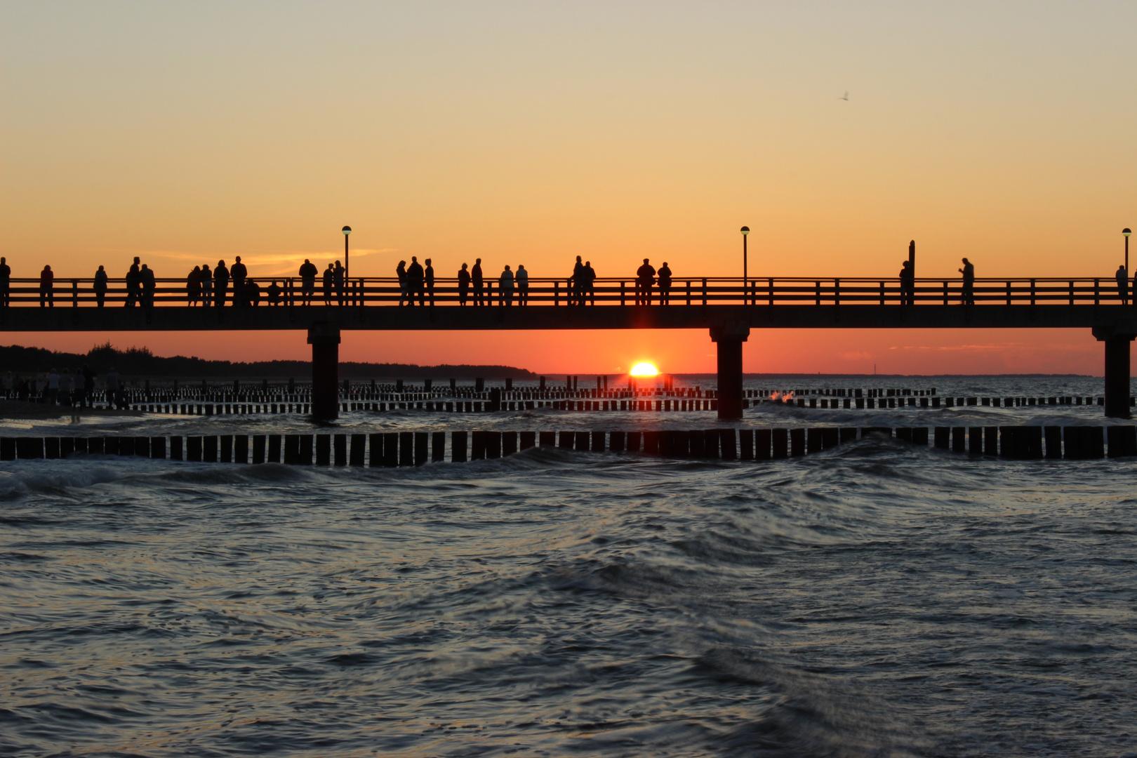 Seebrücke Zingst im Sonnenuntergang