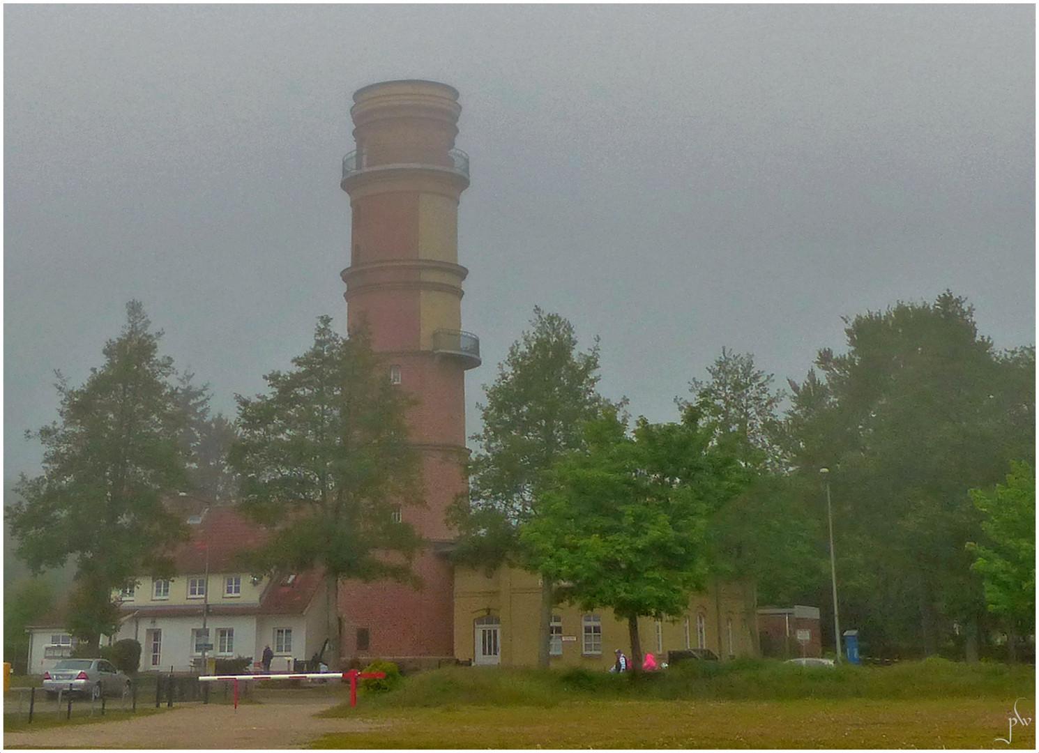 Seenebel in Travemünde - vernebelter Leuchtturm