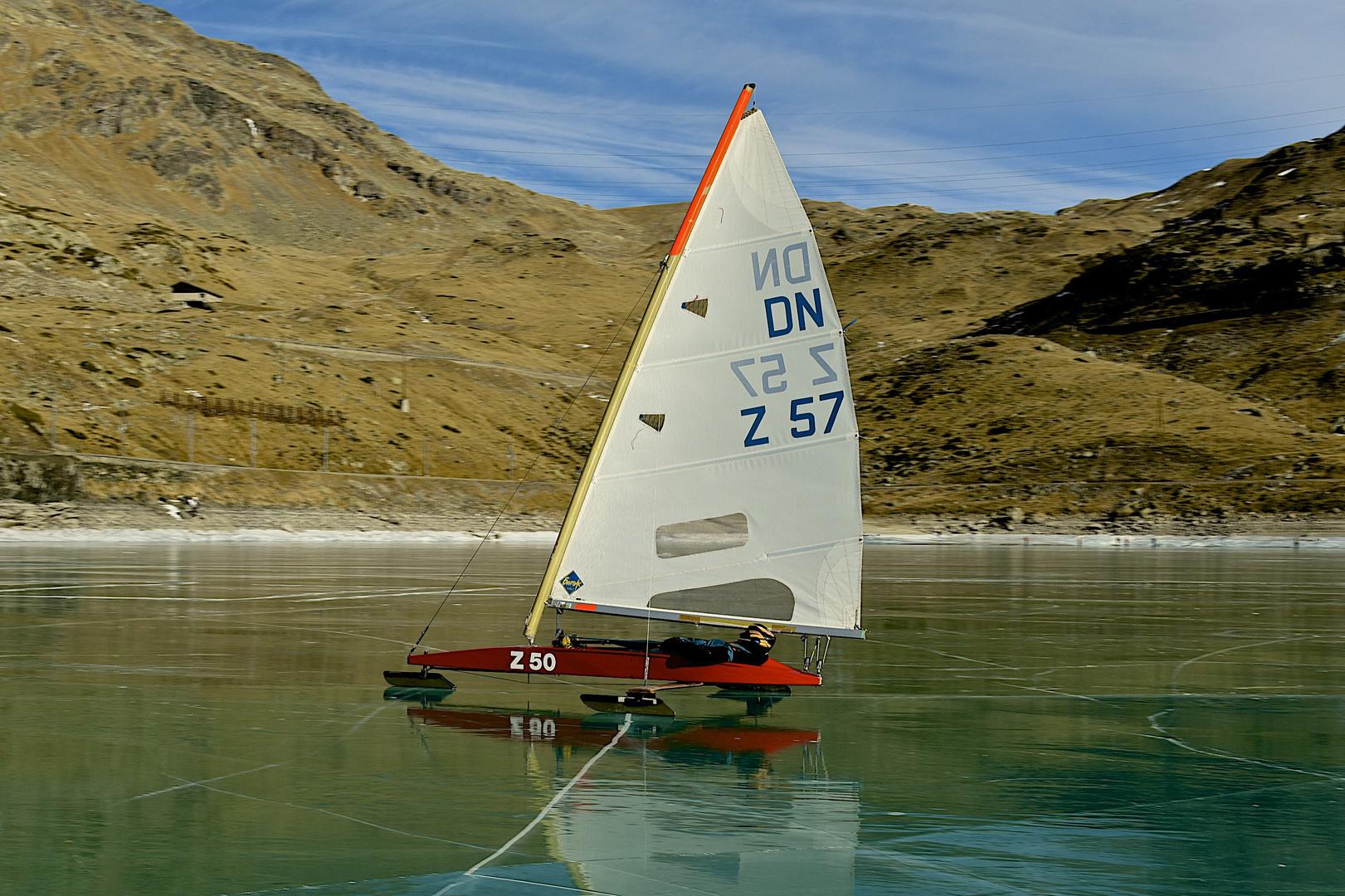 Segeln auf dem gefrorenen Lago Bianco