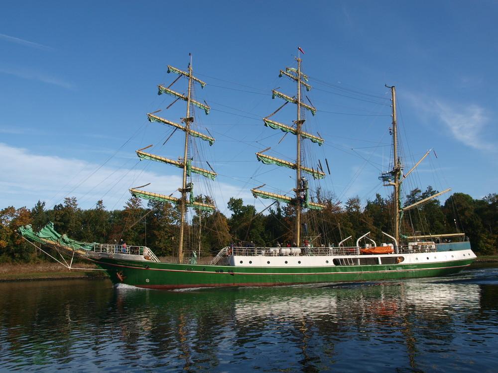 Segelschiff ALEXANDER VON HUMBOLDT auf dem Nord-Ostsee-Kanal