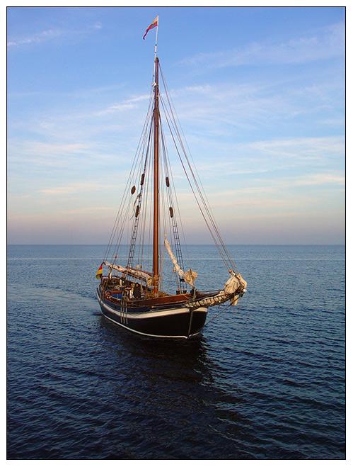 Segelschiffe auf dem meer  Segelschiff auf dem Meer Foto & Bild | landschaft, meer & strand ...