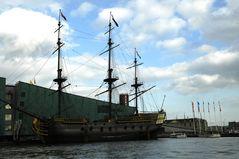 Segelschiff im Hafen von Amsterdam