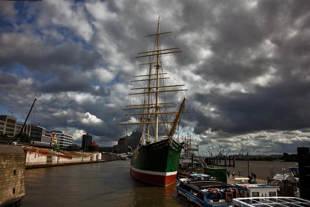 Segelschiff im Hamburger Hafen