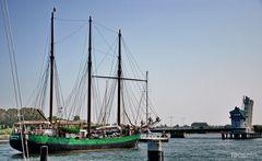 Segelschiff Pippi Lotta Hamburg vor der Schleibrücke in Kappeln