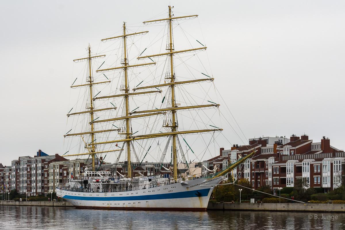 "Segelschulschiff ""Mir"""