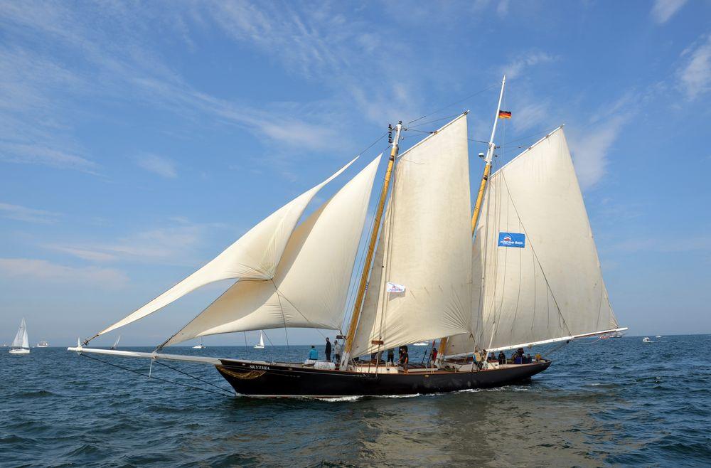 """Segelyacht """"Skythia"""" zur Hanse Sail auf der Ostsee vor Warnemünde"""