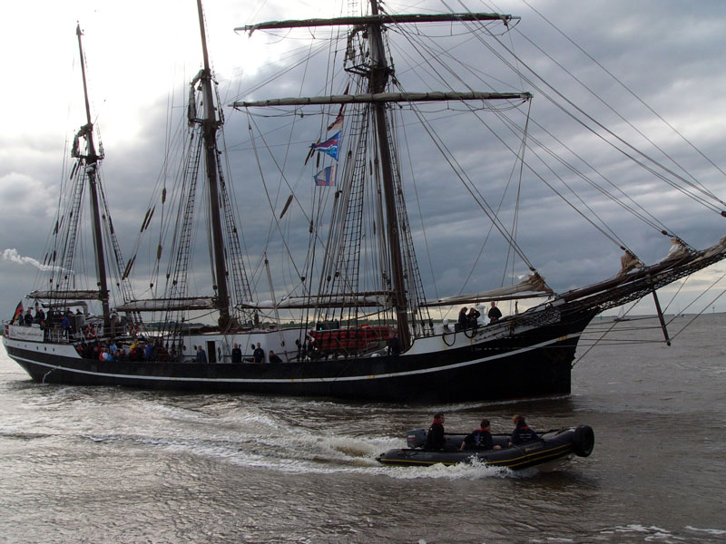 Segler trifft Schlauchboot