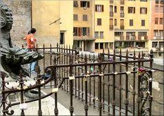 Segni d`amore eterno sul Ponte Vecchio
