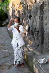 Segnung in den Ruinen von Yeh Pulu;