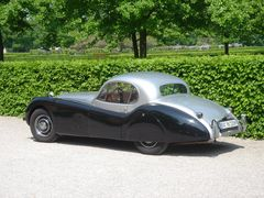 Sehr schönes Auto im Schlossgarten Rastatt