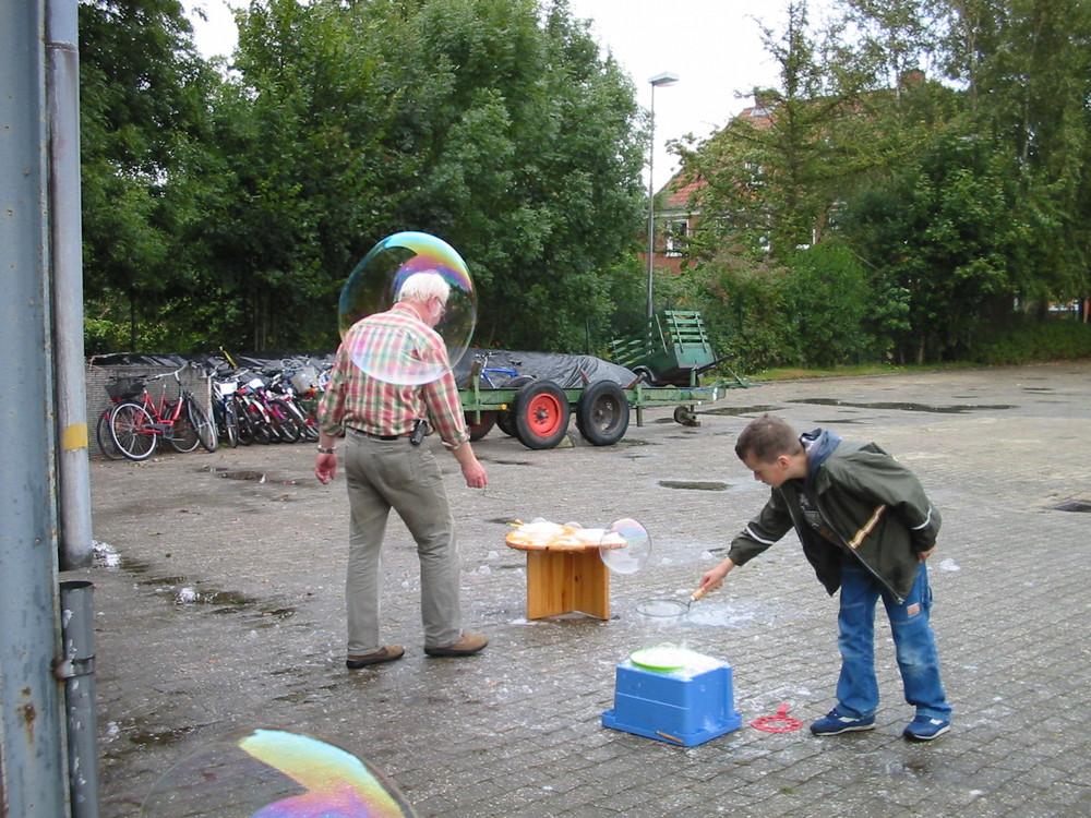 Seifenblasen machen was sie wollen ;-)