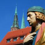 Sein Blick geht über Nürnbergs Dächer
