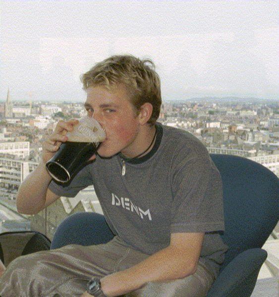 Sein erstes Bier....