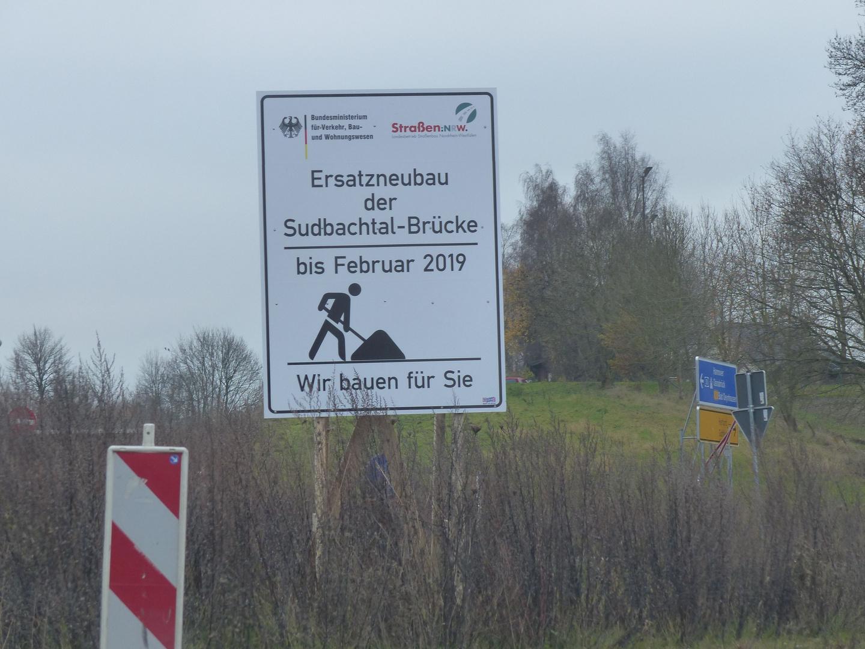 Seit der Sprengung der maroden B 61 Brücken übers Sudbachtal in Löhne Gohfeld