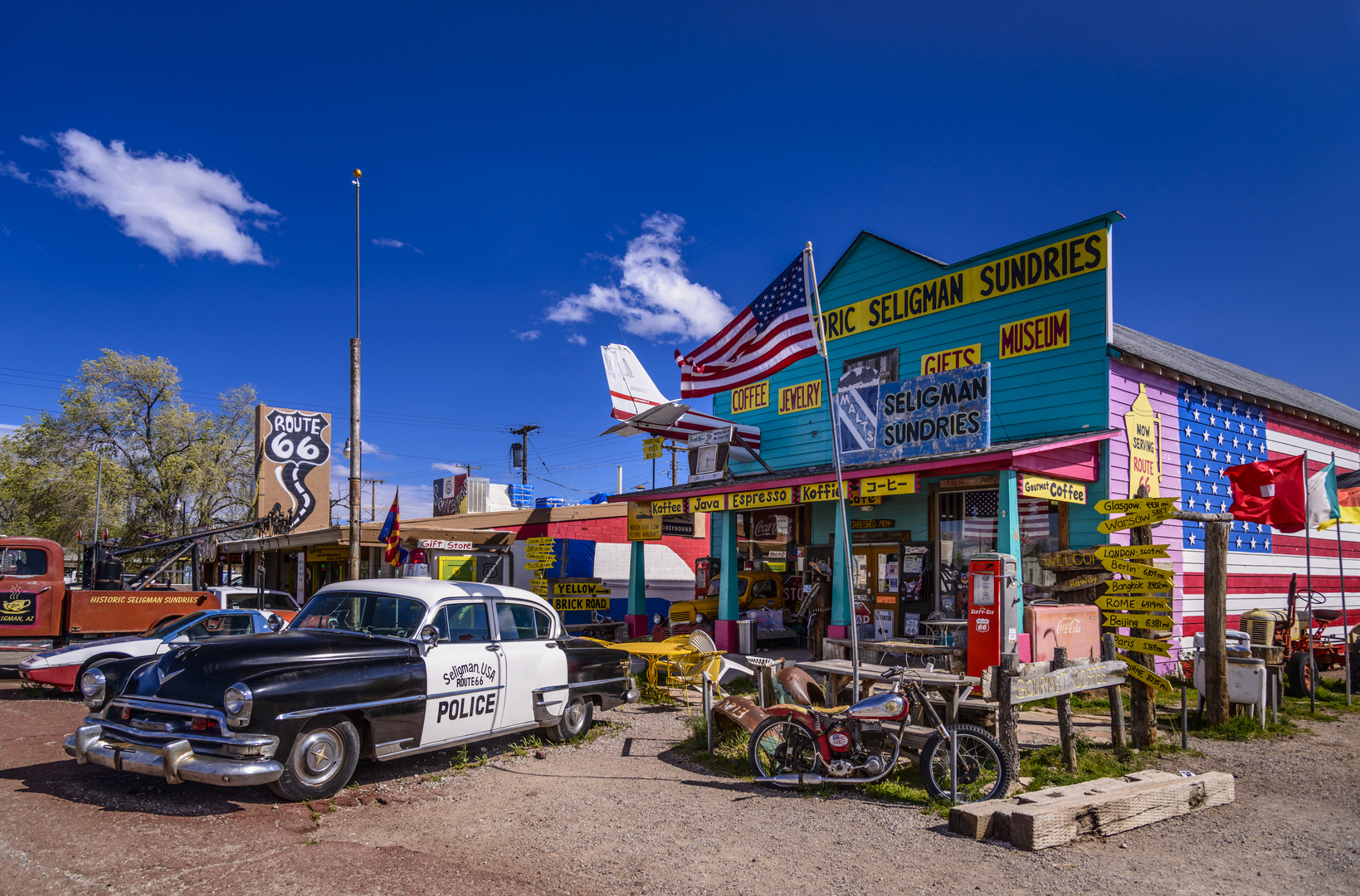 seligman sundries route 66 arizona usa foto bild architektur oldtimer auto bilder auf. Black Bedroom Furniture Sets. Home Design Ideas