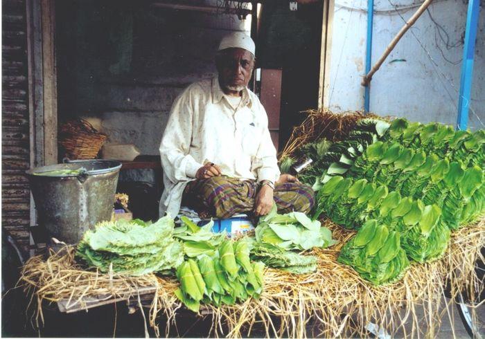 Selling paan leaves