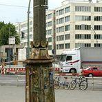 seltsame Straßenlampe am Frankfurter Tor