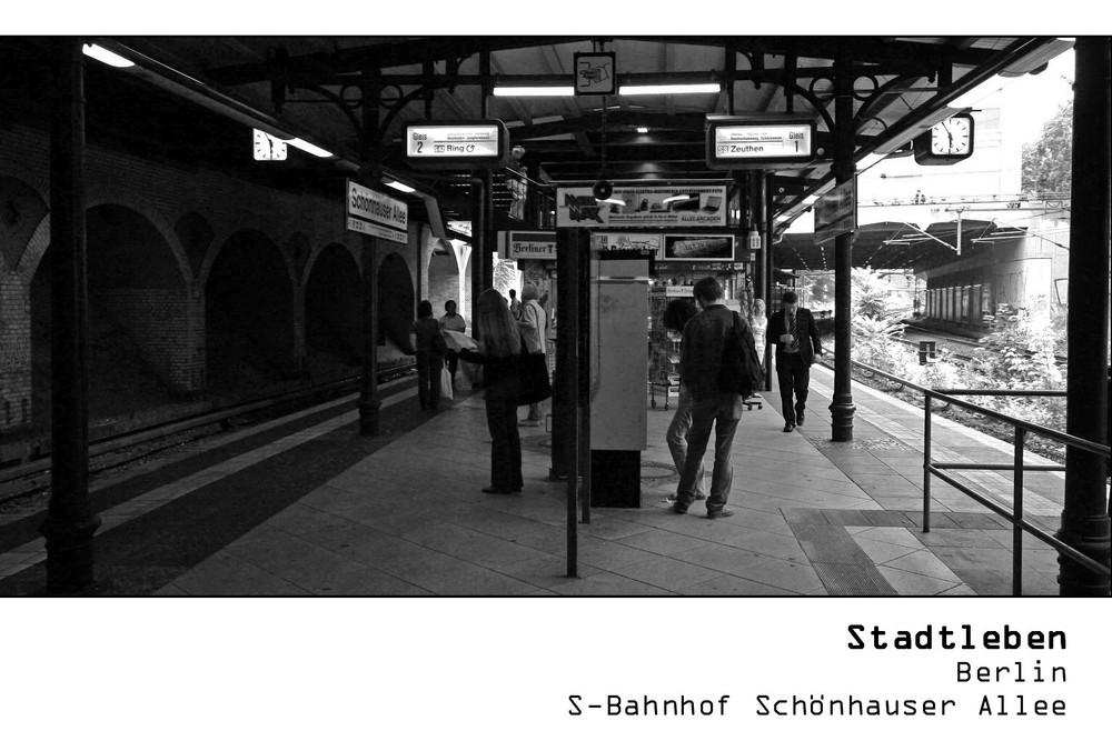 serie stadtleben berlin s bahnhof sch nhauser allee foto bild erwachsene. Black Bedroom Furniture Sets. Home Design Ideas