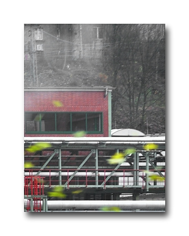 (series) 3 of 5 pictures taken within 31 seconds, (from inside a Schwebebahn), 12:21:01