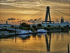 Severinsbrücke im Sonnenuntergang
