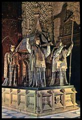 Sevilla....Cetedral y Monumento a los restos de Colón.