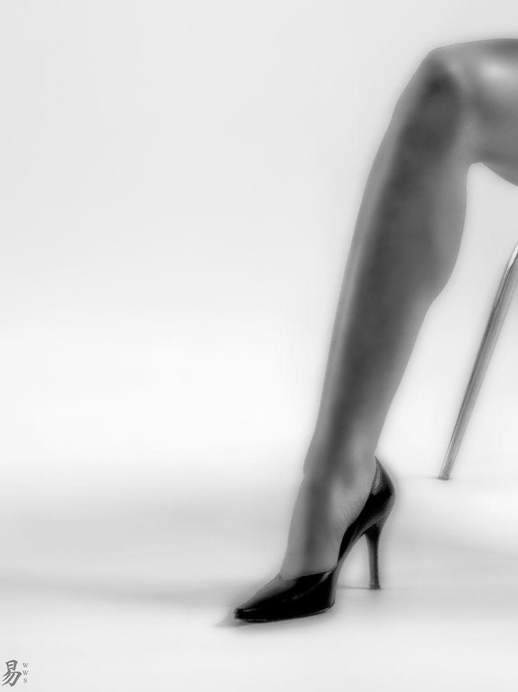sfumato.chair.leg
