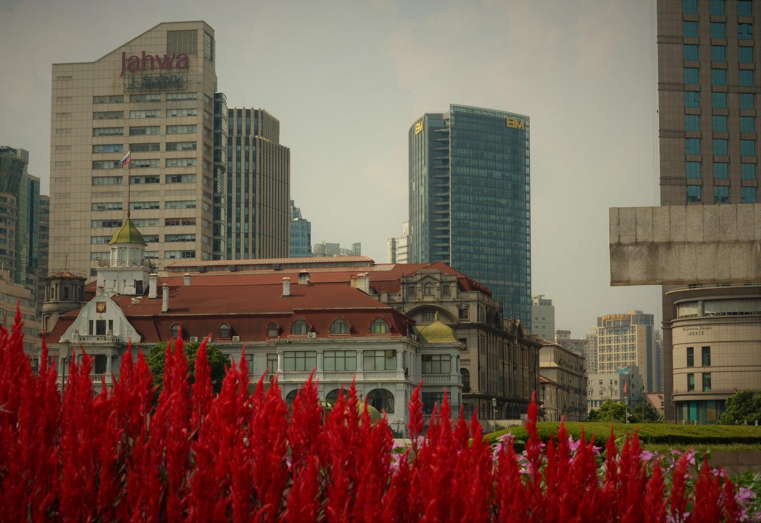 Shanghai vestida de rojo.