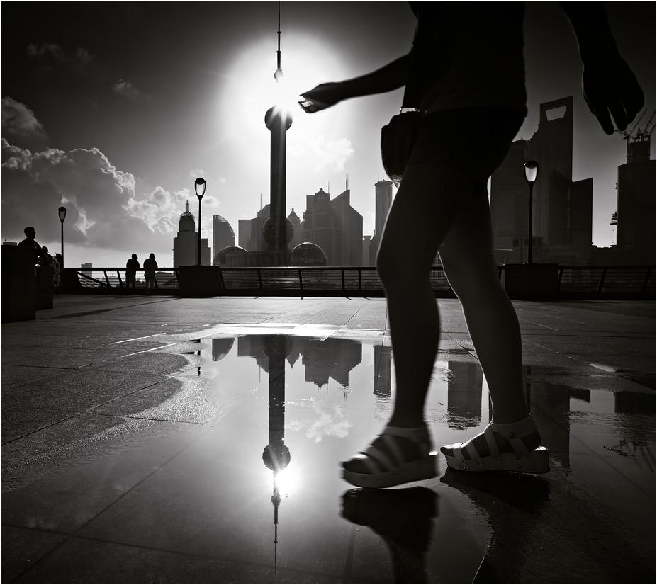 Shanghai's giantess