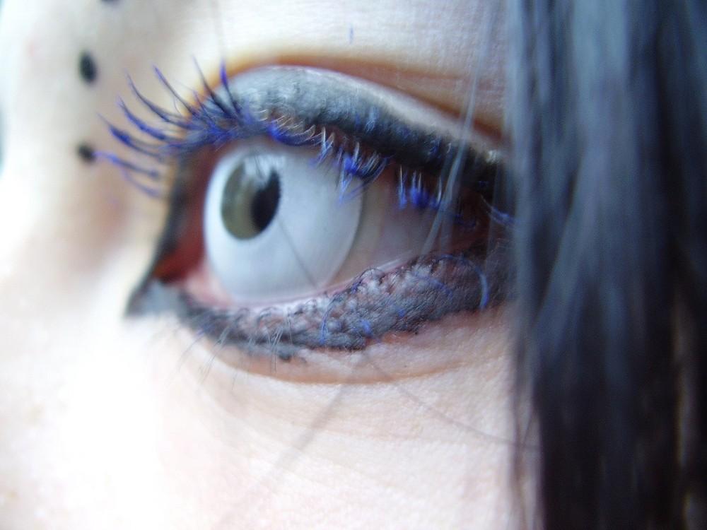 Sharlotts eye.