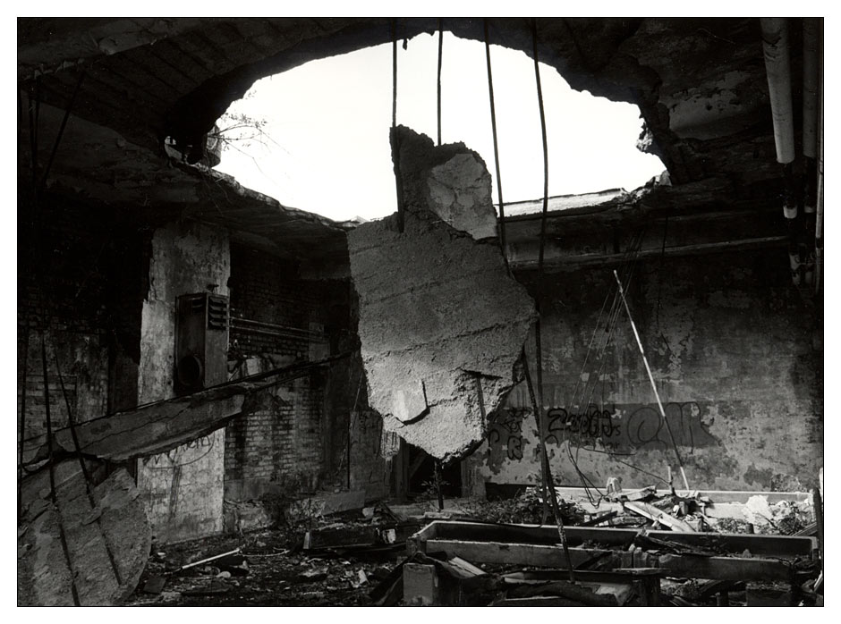Shattered, broken and a history long forgotten/ Lokhalle/ Göttingen