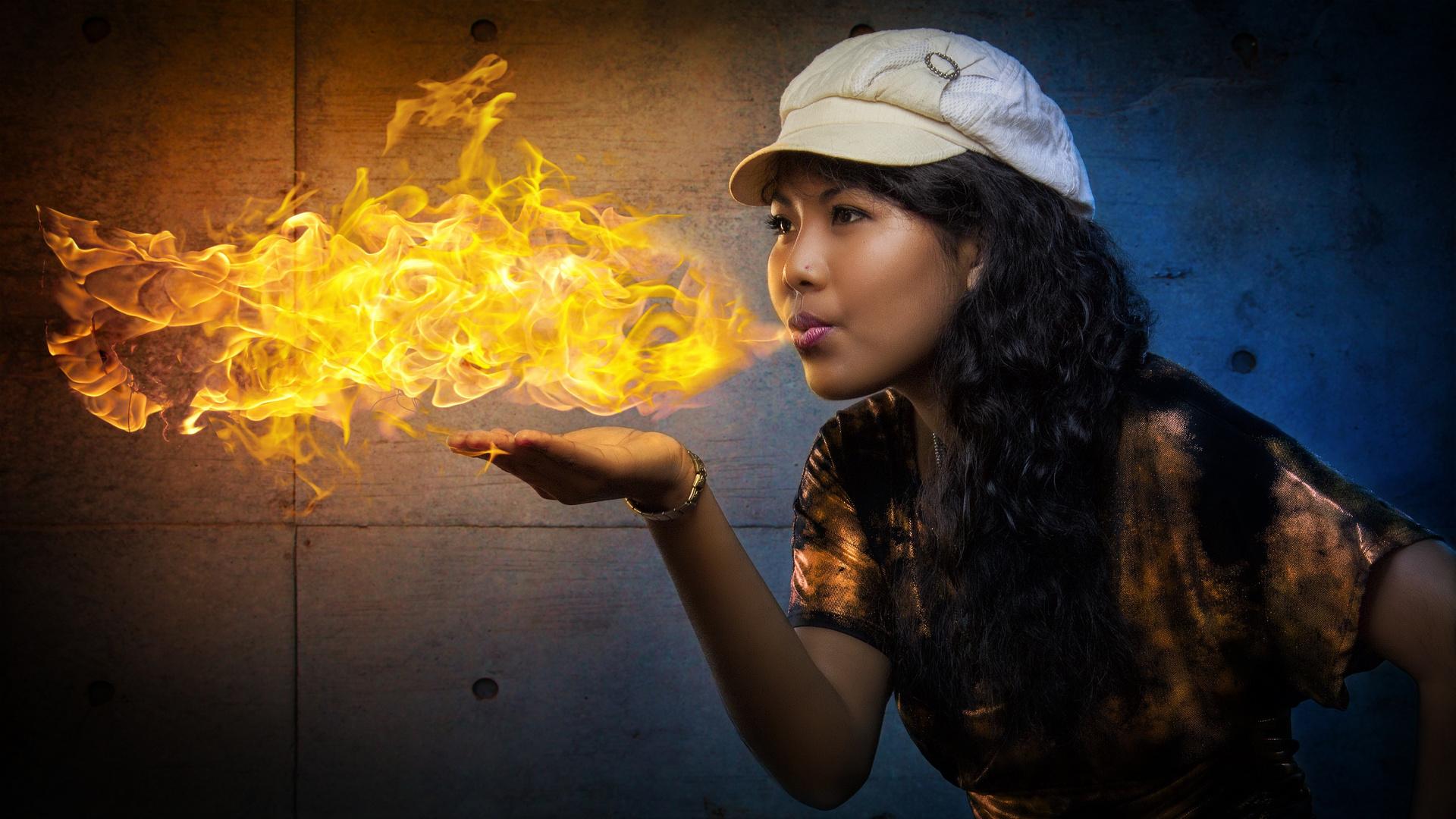 Sherida die Feuerschluckerin