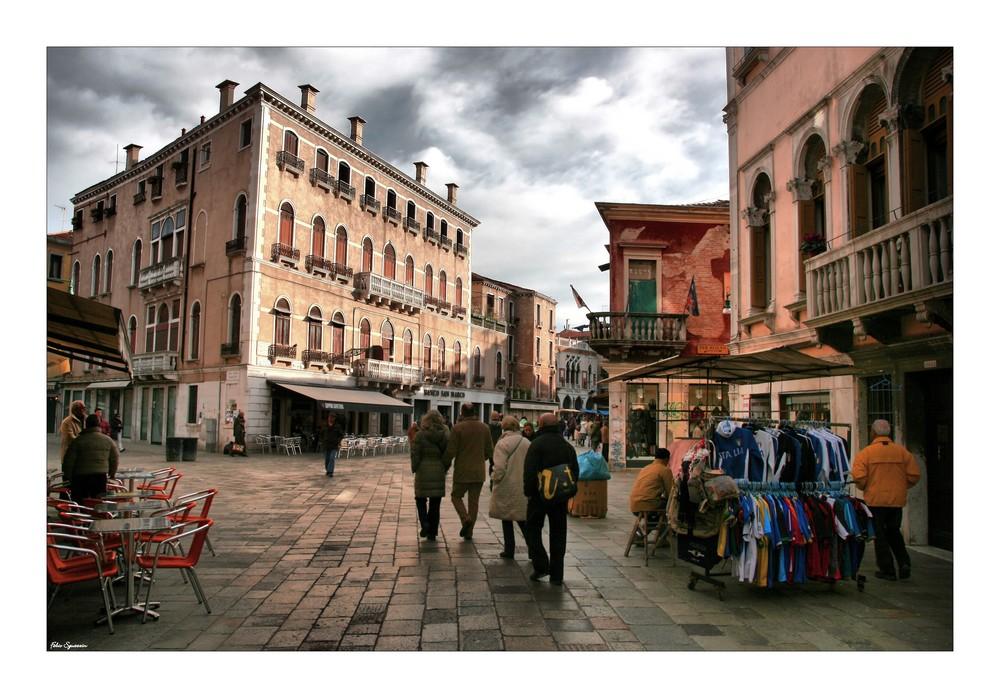 Shopping In Strada Nova