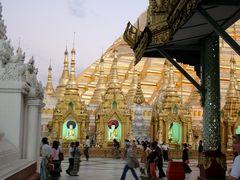 Shwedagon Pagode in der Dämmerung I