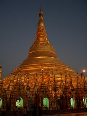 Shwedagon Pagode in der Dämmerung II