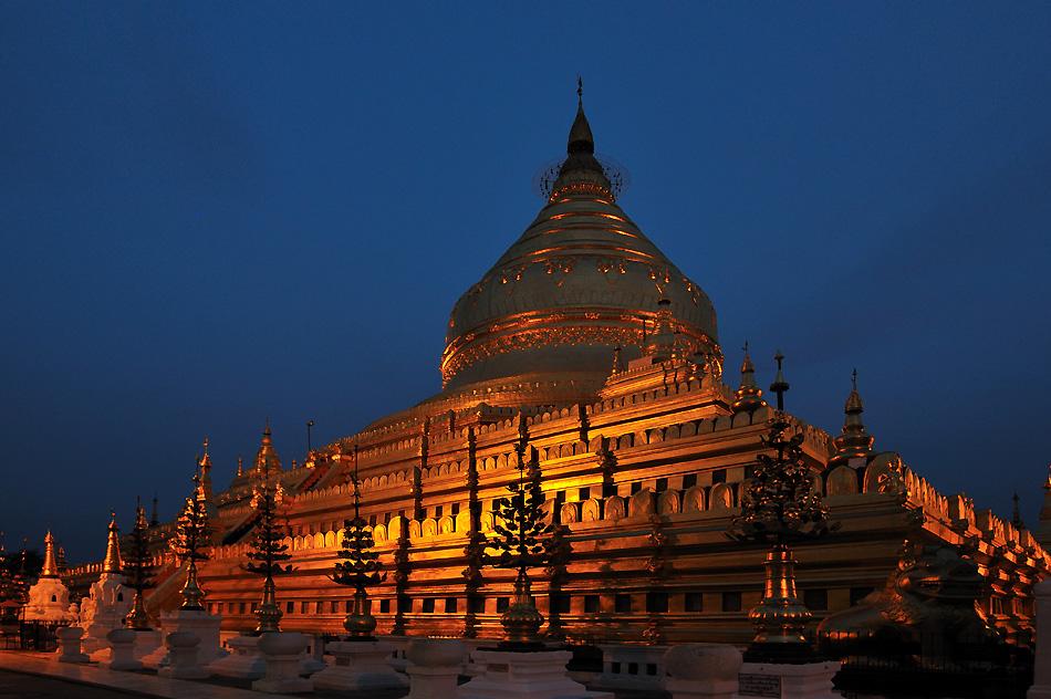 Shwezigon Pagoda in Nyaung U