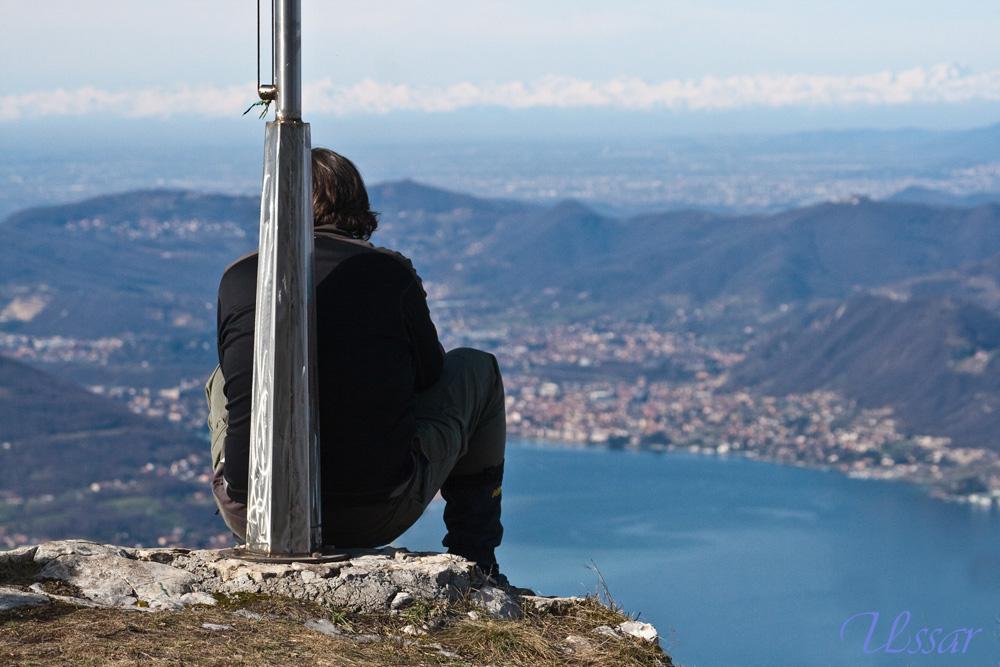 si è seduto rimirando il panorama............ohhhh.......