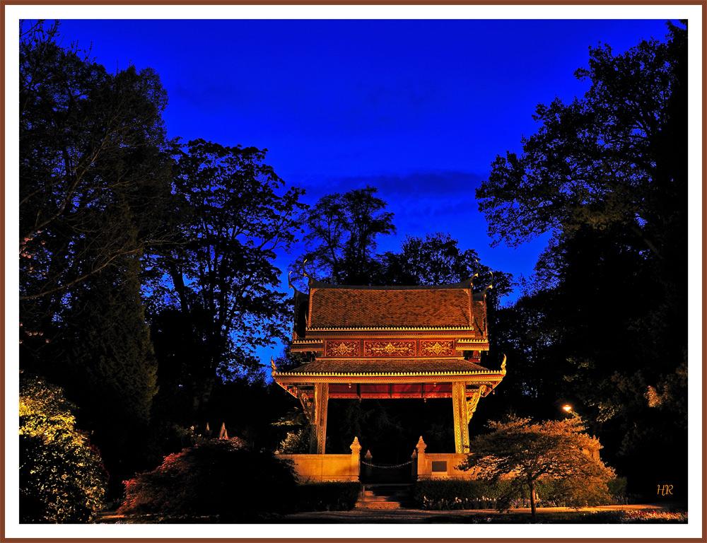 Siamesischer Tempel (Sala-Thai I) zur  * Blauen Stunde *