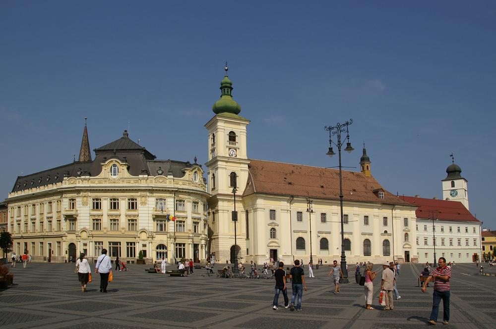 Sibiu - Großer - Ring mit Rathaus und Kath. Garnisonskirche