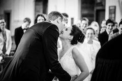 """""""Sie dürfen die Braut jetzt küssen."""""""