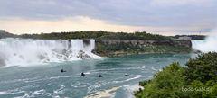Sie sausen auf die Wasserfälle zu
