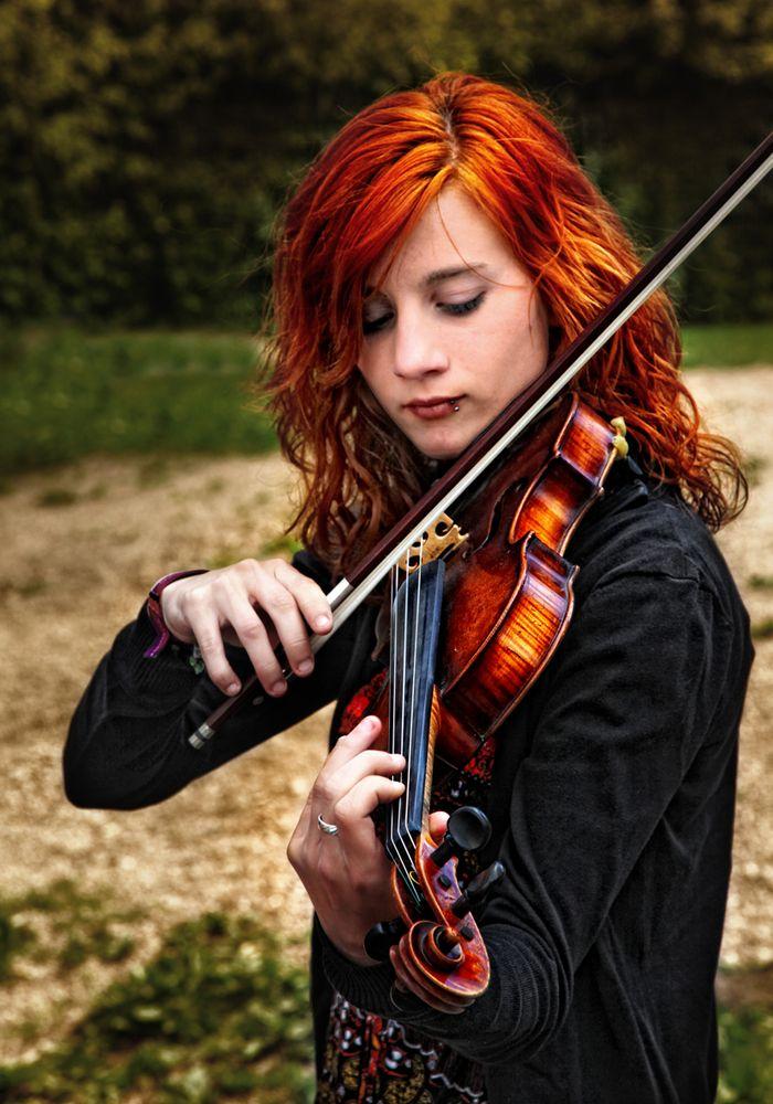Sie spielt Geige