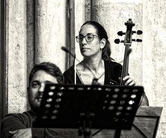 ... sie spielte Cello ...