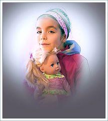 Sie und ihre Puppe