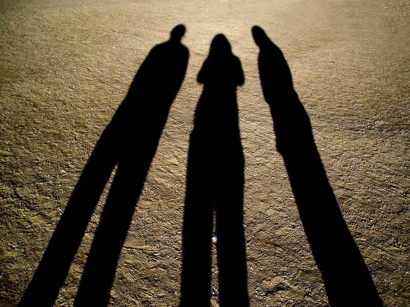 - sie werfen lange Schatten -