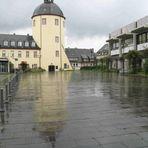 Siegen, Schloßplatz. Nach dem Regen