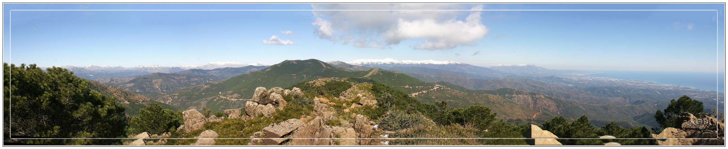 Sierra de Ronda nevada desde Sierra Bermeja (Estepona, Malaga). Panoramica 5 Img.
