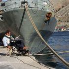Siesta in einem Hafen auf dem Balkan