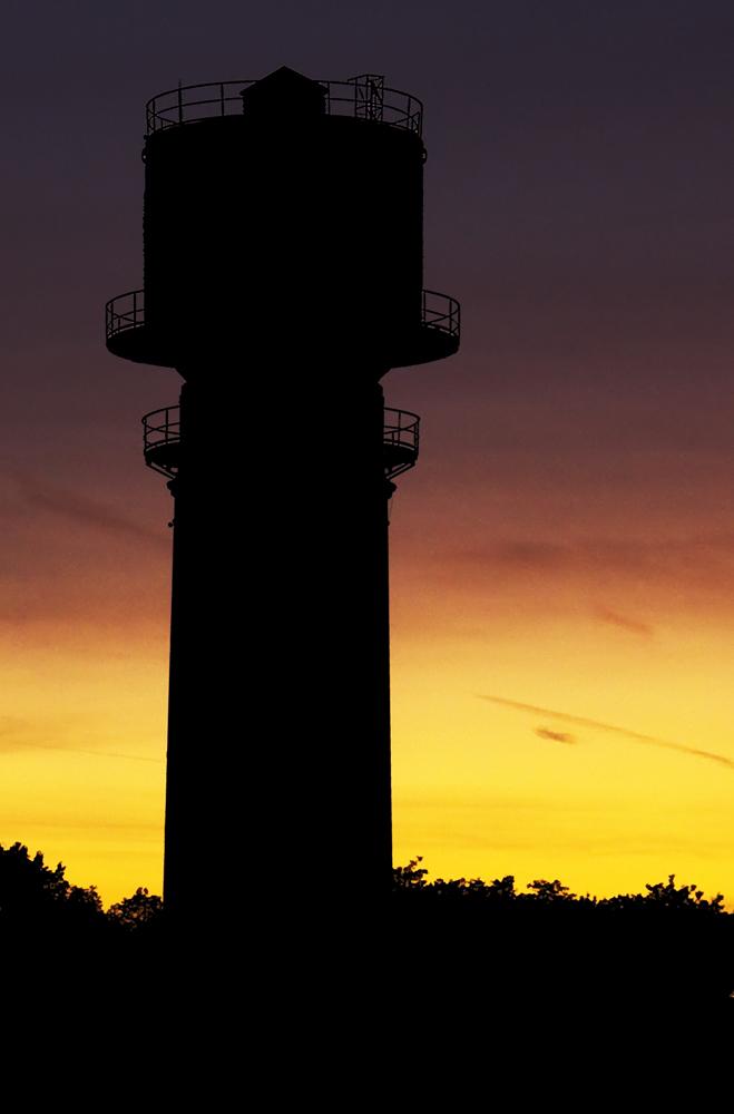Silhouette eines Wasserturms