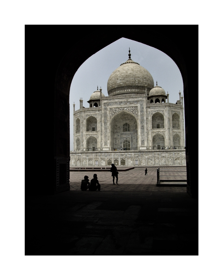 Silhouettes at Taj Mahal ...