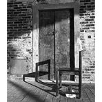 - silla abandonada -